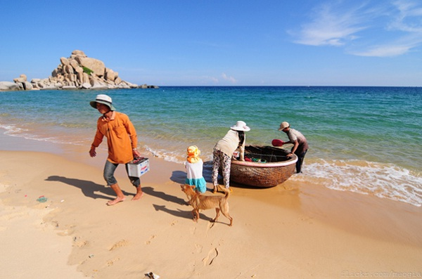 Explore the local life in Bat Trang, Mui Dinh