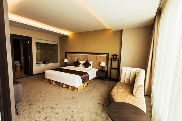 Warm and luxury bedroom of Muong Thanh hotel