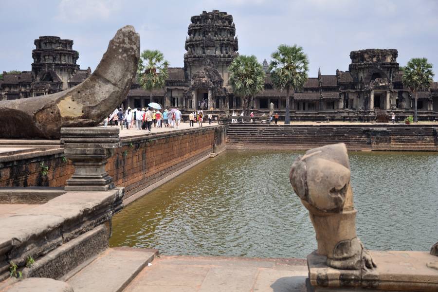 Discover and take photo of the temples of Angkor-source: www.tour