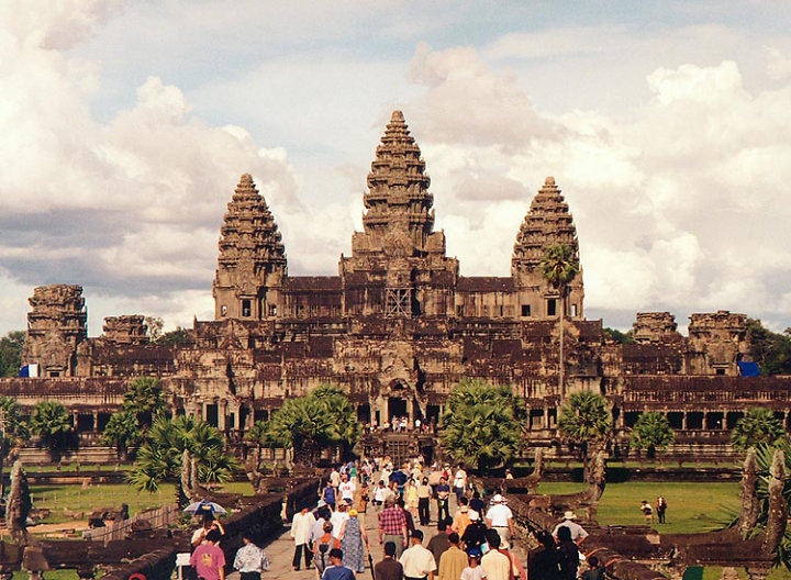 Wearing comfortable clothes will make you move easily during your trip in Cambodia